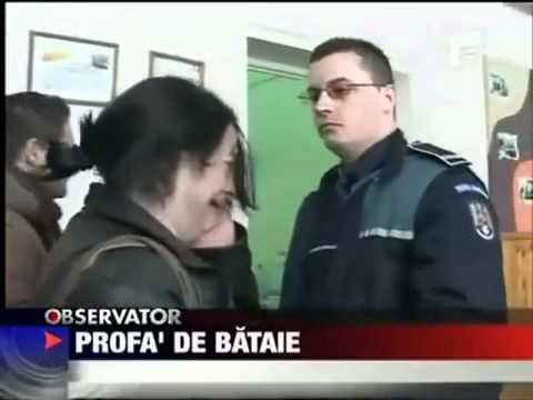 Mulher agride policial e recebe um tapão na cara