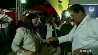 Pese a crisis, Maduro baila salsa en evento del Gobierno