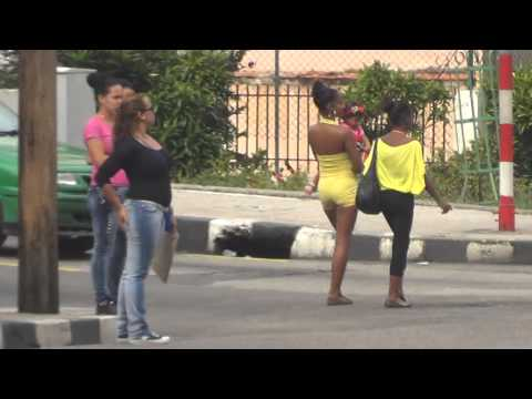CUBA HABANA OLD CARS AND YOUNG GIRLS CALLE 23 COCHES Y CHICAS