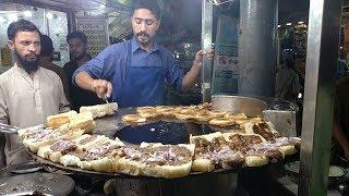 Street Food Of Karachi Pakistan | Bun Kabab at Street Food Pakistan