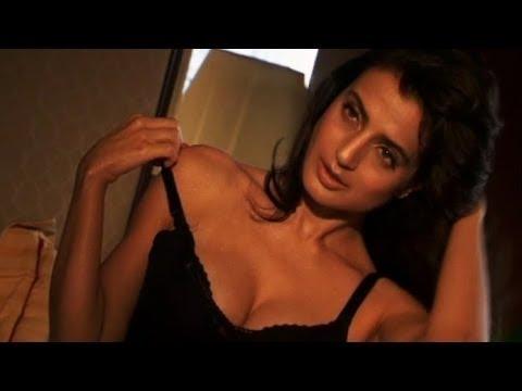 Amisha Patel hot bikini bed kiss scene Romantic News