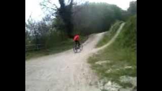louis fait du vélo et ne décolle pas :p.mp4