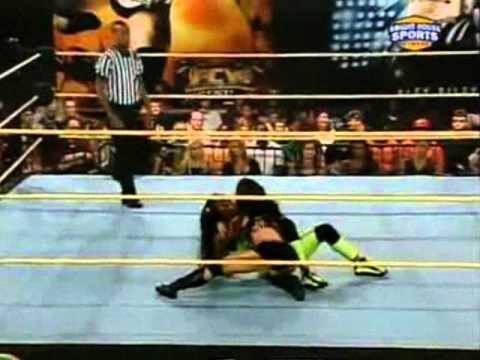 Queen of FCW Aj Lee Vs FCW Divas Champion Naomi Knight