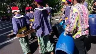 Drumband Unik Anak Jalanan Surabaya Part 1