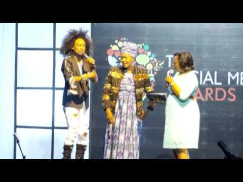 #SMAA1.0 - Denrele gives out his jacket and shoes on stage
