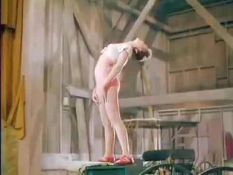 golaya-gimnastka-video-smotret
