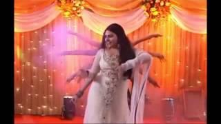 Pakistani Wedding AWESOME Mehndi Nite Dance ''Chalka Chalka''