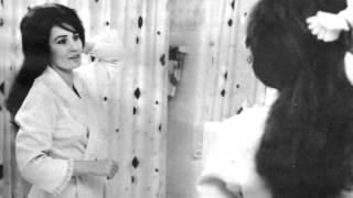 Loretta Lynn - Daydreams about night things