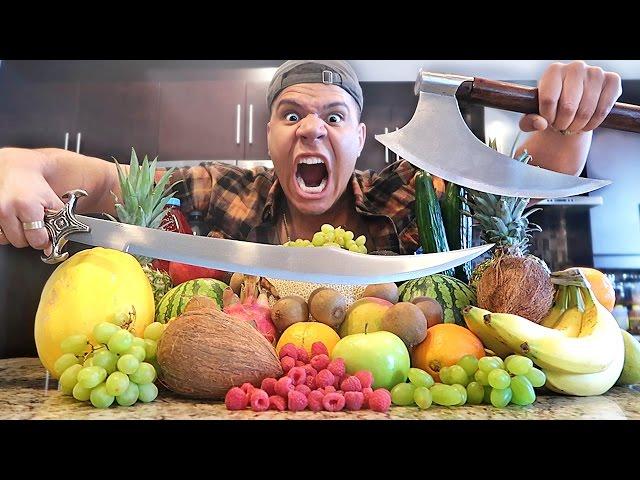 REAL LIFE FRUIT NINJA VS GIGANTISCHE 100LBS AXT EXPERIMENT!! (GEFÄHRLICHE WAFFEN)