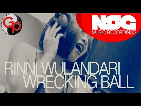 Miley Cyrus - Wrecking Ball (Rinni Wulandari Cover)