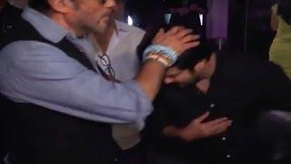 Anil Kapoor touches Jackie Shroff' feet | VIDEO