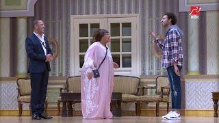 #مسرح_مصر | شاهد رد فعل أشرف عبد الباقي عند دخول الميرغني المسرح بفستان