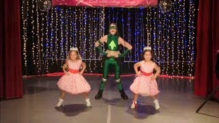 Sophia Grace & Rosie Perform 'U Can't Touch This'