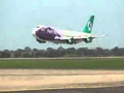 IMPRESIONANTE Avion Boliviana Casi Cae al Volar Cerca de La Pista