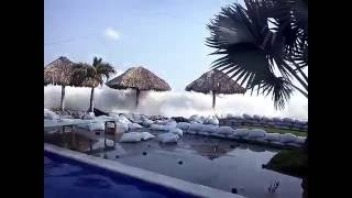 Dangerous high tides - tsunami alert on El Sunzal beach - El Salvador 2016