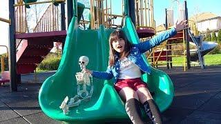 アメちゃん食べたら…スケルトン!! 公園で遊ぼ! おゆうぎ こうくんねみちゃん