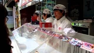 Making 꿀타래 (Honey spiral candy) at Insadong