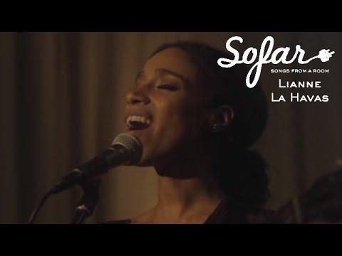 Lianne La Havas Green & Gold Sofar London