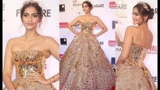Soonam Kapoor Hot Dress At Filmfare Glamour And Style Awards 2017