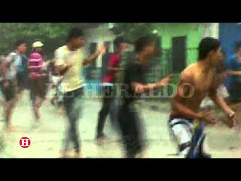 Mientras llovía en Barranquilla presuntos pandilleros se atacan a piedra
