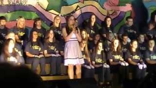 Halli sings