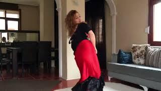 رقص منزلي من بنت قمر   6