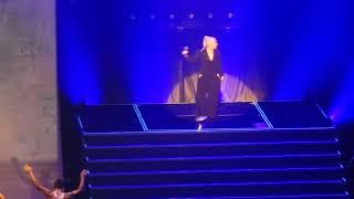 "Christina Aguilera ""It's a Man's Man's Man's World"""