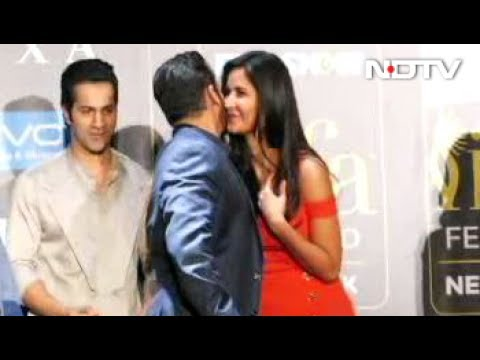 Xxx Mp4 18th IIFA Awards 2017 Salman Sings For Katrina She Blushes 3gp Sex