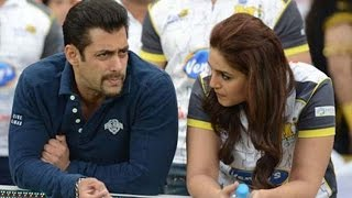 CAPTURED! Huma Qureshi Chilling In Salman Khan's Swimming Pool | Bollywood Gossip