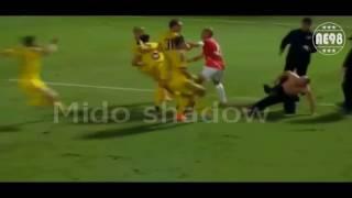 شاهد بالفيديو.. لحظة يهاجم الجمهورأفضل نجوم كرة القدم