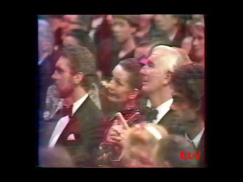 Catherine Deneuve Oscars de la Mode 1986.wmv
