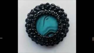 Beading bezel around a cabochon with czech glass beads, drops and seed beads - Tutorial