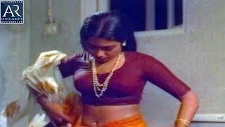 Darling Darling Darling Movie Scenes | Poornima Gets Wet in Rain | AR Entertainments