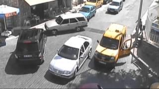 Dikkatsiz sürücülerin kazaları mobese kamerasına yansıdı