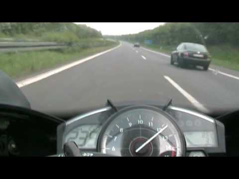 yamaha r1 2008 topspeed 299 and playing with a bmw