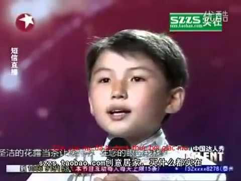 Người mẹ trong mơ bài hát của cậu bé mồ côi 12 tuổi gây xúc động