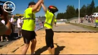 Wife Carrying Competition:Superb Lift and Carry in Finland
