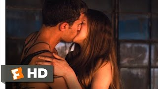 Divergent (8/12) Movie CLIP - Four and Tris Kiss (2014) HD