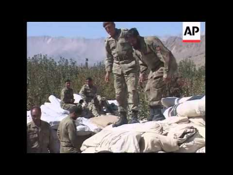Army delivers relief supplies to earthquake survivors