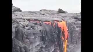 لقطة حية لسقوط الحمم البركانية ...سبحان الله