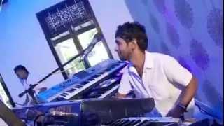 A keyboard player having fun...