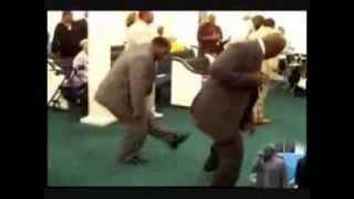 Pastores evangélicos 'dançando funk' no culto