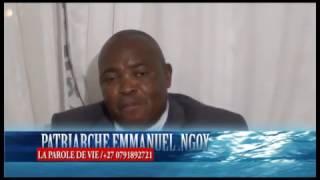 Patriarche Emmanuel Ngoyi face au public a Cape Town