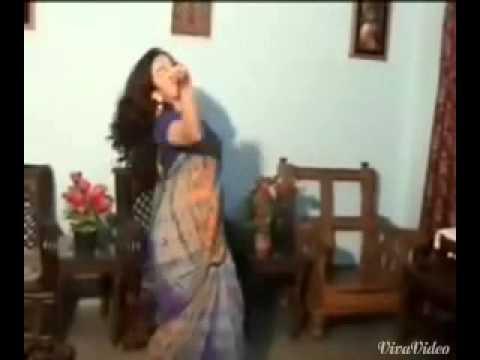Bengali boudi hot dancing.