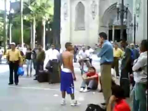 Pastor pregador é agredido na Praça da Sé centro de São Paulo SP