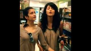 Shruti Haasan  and  Akshara Haasan singing at a store