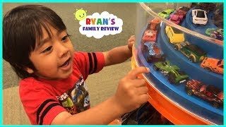 Family Fun Shopping Trip Toy Hunt for Mommy