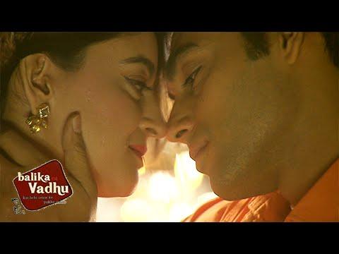 Nandini Krish HOT BED SCENE after MARRIAGE | Balika Vadhu