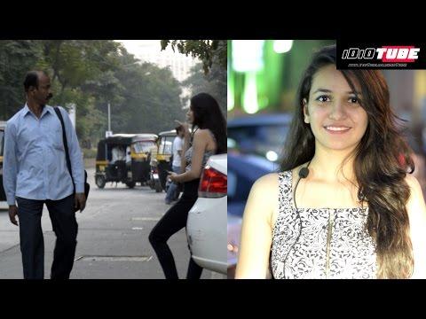 Hot Girl Giving Flying Kiss 💋 To Strangers Prank - iDiOTUBE | Pranks In India