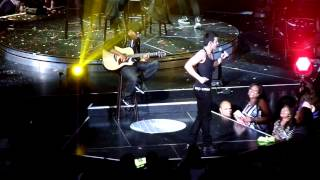 Sexy shirtless cover song/ Hot in in herr - Indy - NKOTB THE PACKAGE TOUR